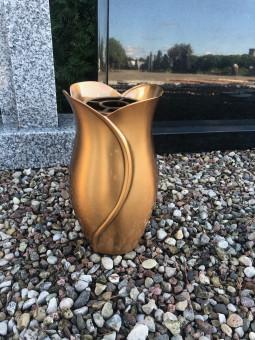 Bronzinė vaza kapams